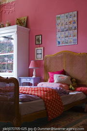 Pink_with_bed