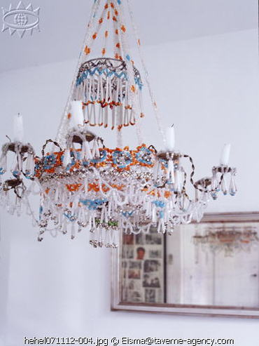 Chandelier_from_beads