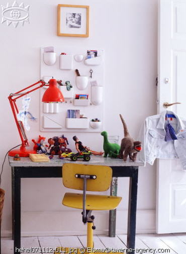 Childs_desk